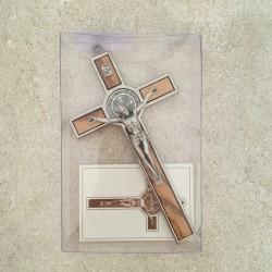Croix saint Benoît en olivier et métal 12 cm
