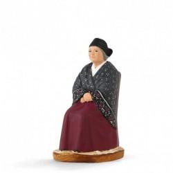 vieille Arlésienne assise